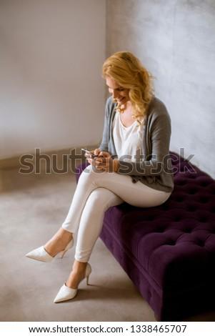 сидят · диван · смартфон · телефон · счастливым - Сток-фото © boggy