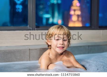 Felice piccolo baby ragazzo seduta Foto d'archivio © galitskaya