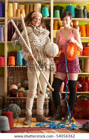 femmes · tricoté · écharpe · permanent · fils - photo stock © monkey_business