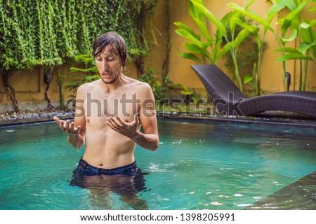 Frustrado moço ruim pele piscina fato Foto stock © galitskaya