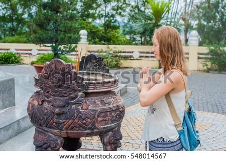 Mulher jovem viajante oração educado ação incenso Foto stock © galitskaya