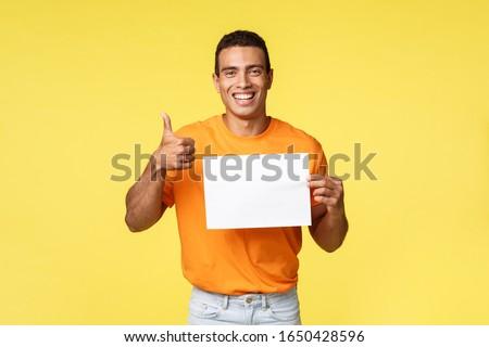 Młodych męski człowiek pomarańczowy tshirt rada Zdjęcia stock © benzoix