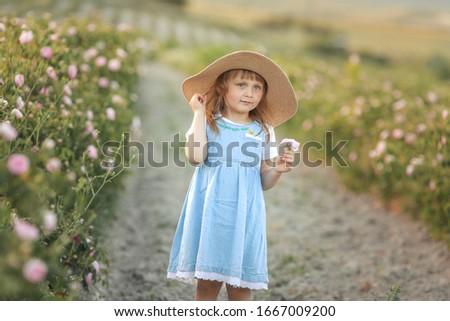 Rok starych niebieski sukienka słomkowy kapelusz Zdjęcia stock © ElenaBatkova