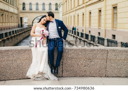 Hartelijk echtpaar zitten brug genieten frisse lucht Stockfoto © vkstudio