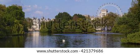 Park Londen oog paard gebouwen hemel Stockfoto © fisfra
