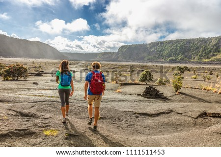 Paar toeristen wandelaars lopen krater parcours Stockfoto © Maridav