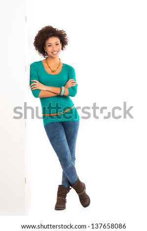 glimlachend · jonge · vrouwelijke · armen · gevouwen · witte - stockfoto © wavebreak_media