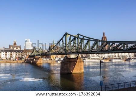 öreg történelmi híd Frankfurt délelőtt fő- Stock fotó © meinzahn