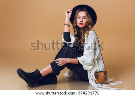 Romántica mujer largo elegante vestido Foto stock © andreonegin