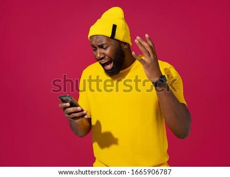 ハンサム 若い男 メッセージング 友達 電話 都市 ストックフォト © TeoLazarev