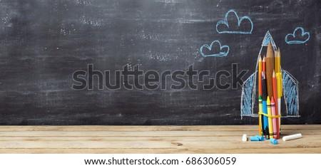 Vissza az iskolába rakéta ceruzák tábla fa iskola Stock fotó © ikopylov