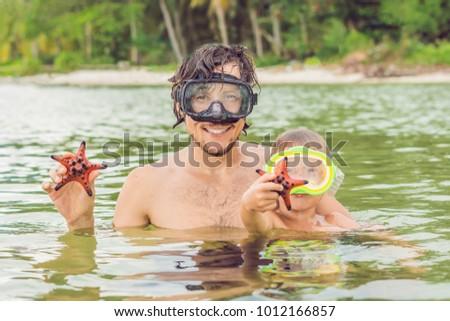 Stockfoto: Vader · zoon · show · Rood · zeester · achtergrond · zee