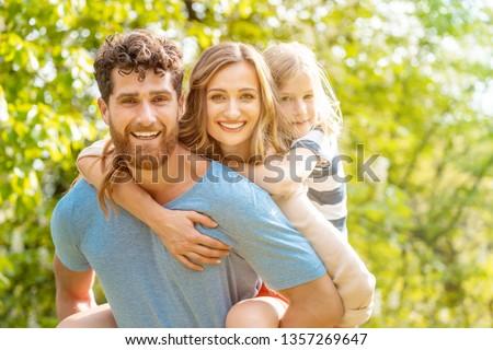 Forte homem família esposa filha Foto stock © Kzenon