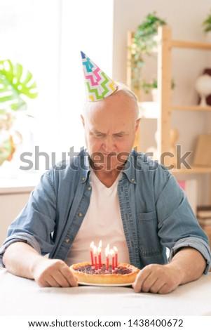 Emeryturę człowiek urodziny cap życzenie Zdjęcia stock © pressmaster