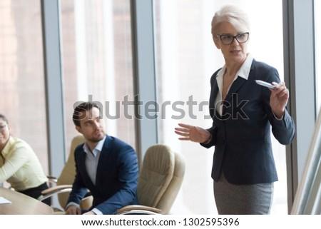 empresário · apresentação · colegas · negócio · estratégia · de · negócios - foto stock © freedomz