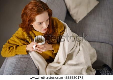 мнение женщину расслабляющая диван Сток-фото © wavebreak_media