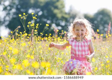 çocuk yıl pembe elbise bahar çiçekli Stok fotoğraf © ElenaBatkova