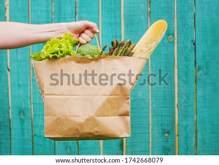 Proaspăt verde sparanghel hartie de ambalaj sac Imagine de stoc © dash