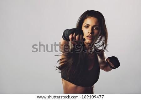 Retrato bela mulher luvas de boxe branco esportes corpo Foto stock © wavebreak_media