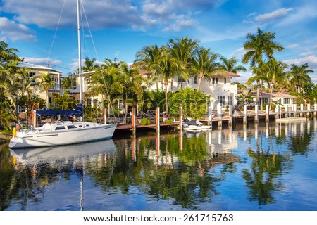 luxurious waterfront homes and yachts at the canal in Fort Laude Stock photo © meinzahn