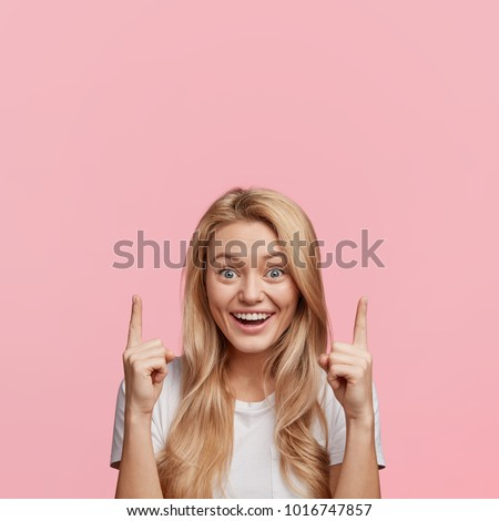 Feliz loiro mulher algo bolha Foto stock © lordalea