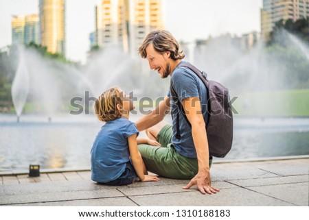 папу сын красочный фонтан озеро Сток-фото © galitskaya