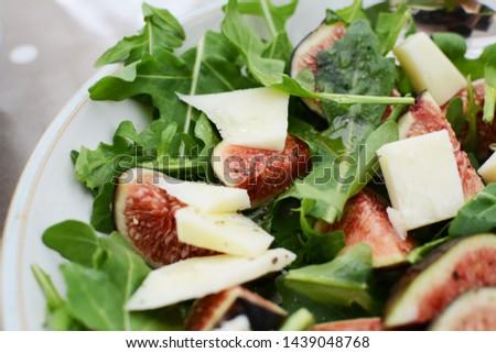 świeże figa bed zielone rakietowe pozostawia Zdjęcia stock © sarahdoow
