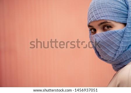 Genç güzel kadın yüz gizlenmiş Stok fotoğraf © pressmaster