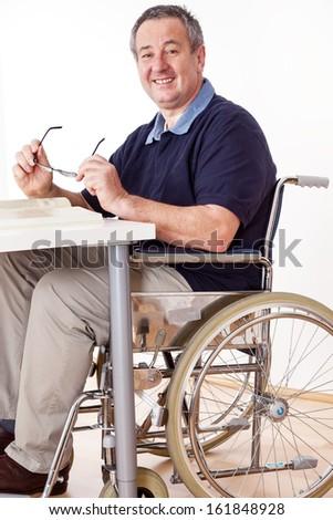 Oldalnézet idős férfi ül tolószék olvas Stock fotó © wavebreak_media