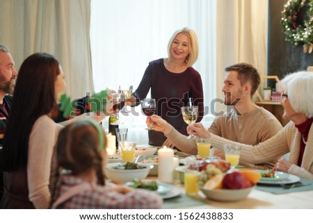 Blond volwassen vrouwelijke familie bril wijn Stockfoto © pressmaster