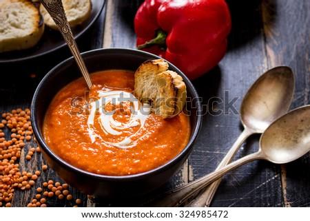 Czarny puchar tablicy kremowy zupa pomidorowa tabeli Zdjęcia stock © DenisMArt