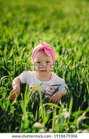 Gyermek fehér óvoda ruha zöld fű nyilvános Stock fotó © ElenaBatkova