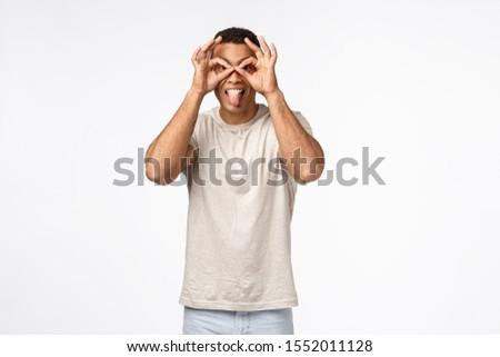 Guy yeux regarder doigt verres heureux Photo stock © benzoix