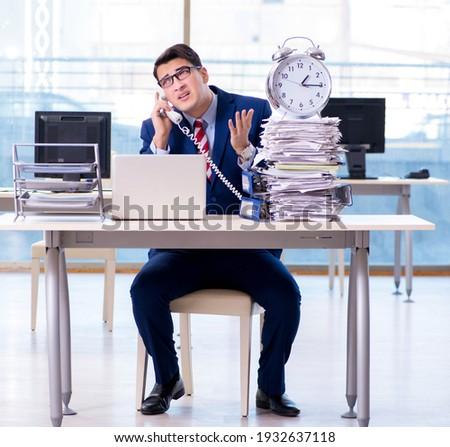 Empresario empleado urgencia fecha tope alarma despertador Foto stock © Elnur