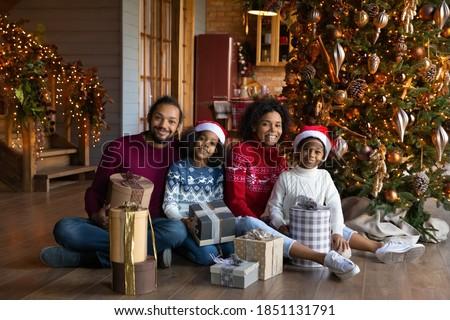 ストックフォト: 父 · 娘 · 見える · 幸せ · 着用 · サンタクロース
