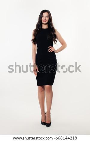 portret · mooie · vrouw · weinig · zwarte · jurk · glimlachend · jonge · vrouw - stockfoto © zastavkin