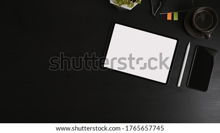 Siyah kahve dijital tablet cep telefonu dergiler gözlük Stok fotoğraf © dashapetrenko