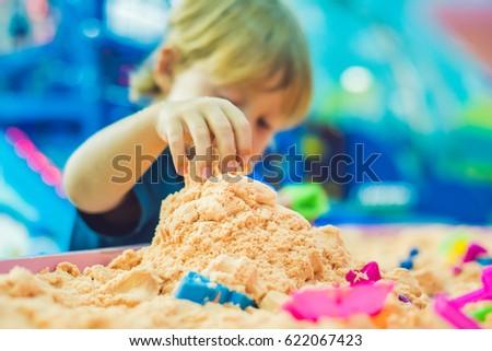 ストックフォト: 少年 · 演奏 · 砂 · 幼稚園 · 開発 · モータ