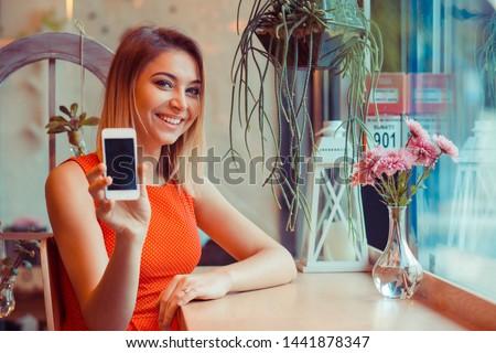 ストックフォト: 肖像 · 笑みを浮かべて · 魅力的な女の子 · 赤 · 水玉模様 · ドレス