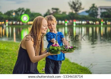 ストックフォト: ママ · 観光客 · 水 · 祭り · 人
