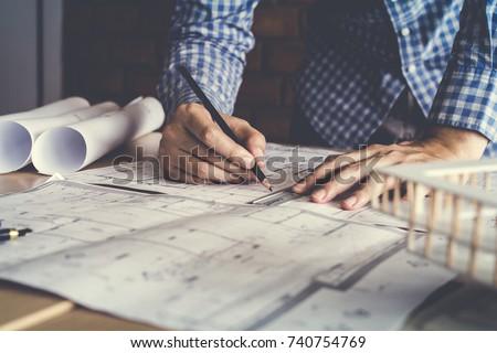 Stock fotó: üzletember · építészeti · tervek · dolgozik · iroda · megbeszélés