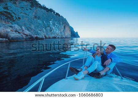 Fiatal pér megnyugtató jacht boldog vagyonos férfi Stock fotó © ElenaBatkova