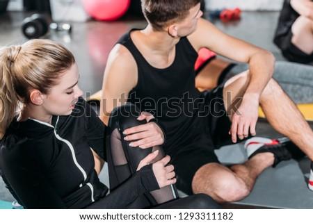 Adulto attrattivo uomo abbigliamento sportivo ginocchio dolore Foto d'archivio © juniart