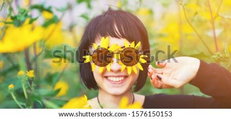 Bella giovani teen girl ritratto open presenti Foto d'archivio © Victoria_Andreas