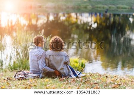 счастливым пару муж беременна жена осень Сток-фото © Yatsenko