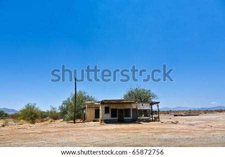 Abandonado casa rota pequeno aldeia rua Foto stock © meinzahn