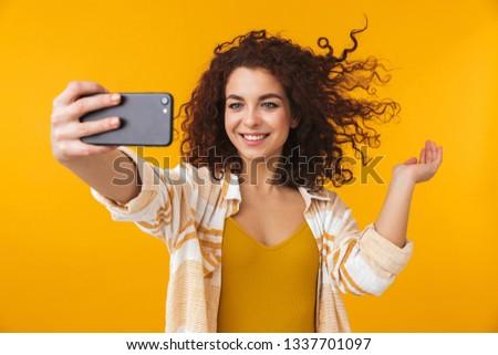 Fotó kaukázusi nő 20-as évek göndör haj elvesz Stock fotó © deandrobot