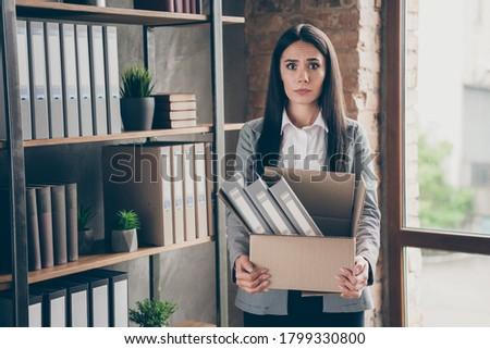 vonzó · szőke · nő · tart · laptop · alkalmi · ruha · laptop · számítógép - stock fotó © deandrobot