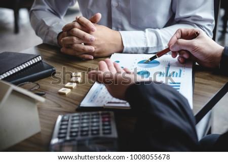 Imóveis corretor agente análise decisão Foto stock © Freedomz