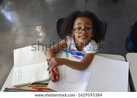Vue noir écolière regarder dessin Photo stock © wavebreak_media